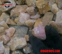 Đá thạch anh hồng cách rải đá và thanh tẩy đá trước khi dải