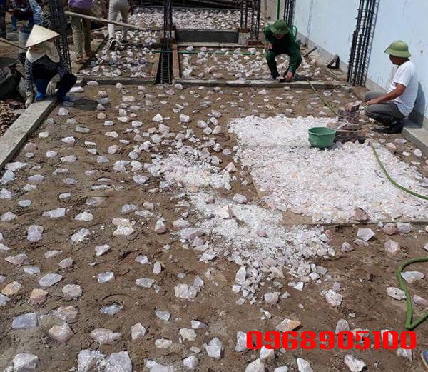Chi tiết dải đá thạch anh vụn nền nhà