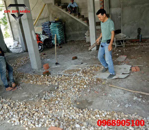 rải đá tại công trình xây dựng